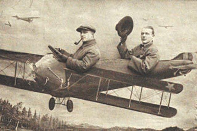 Михаил Булгаков (справа) и Леонид Баратов. 1927–1928 гг.