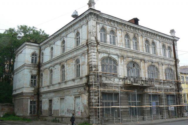 В 2007 году здание ещё выглядело достойно.