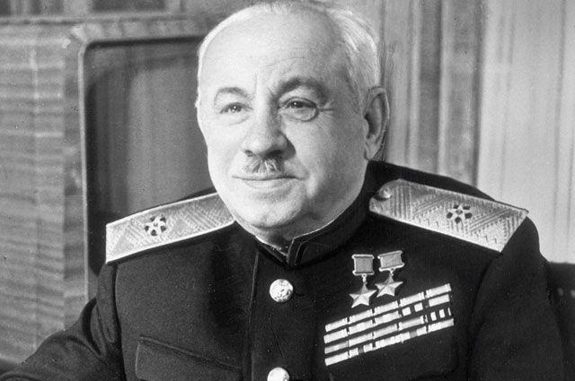 Иван Дмитриевич Папанин— cоветский исследователь Арктики, доктор географических наук, контр-адмирал, дважды Герой Советского Союза.