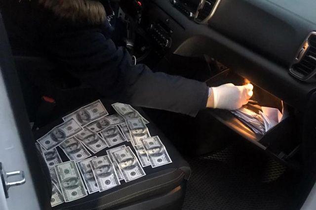 Коррупция: в столице на взятке задержали работника Госэкоинспекции