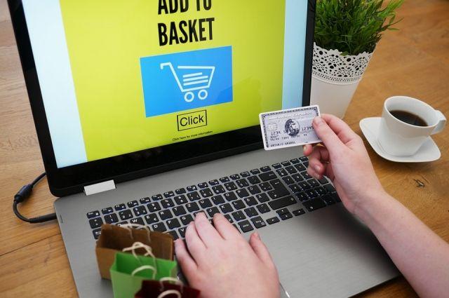 Нередко потенциальных жертв выслеживают на сайтах объявлений о продаже товаров. Продавцу поступает звонок от человека, который срочно хочет купить товар, но находится в командировке в другом городе...
