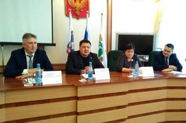 Председатель Томского отделения Союза пенсионеров Чингис Акатаев работает в Кожевниково