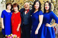 Папа, мама и три дочки Томеян