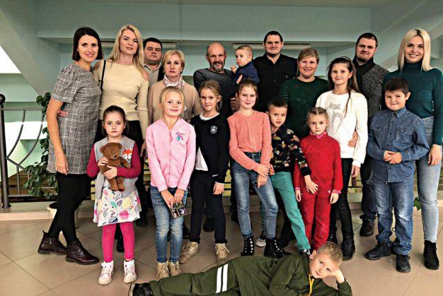 В семье Костиковых пятеро детей и 13 внуков. Вместе работают, вместе отдыхают.