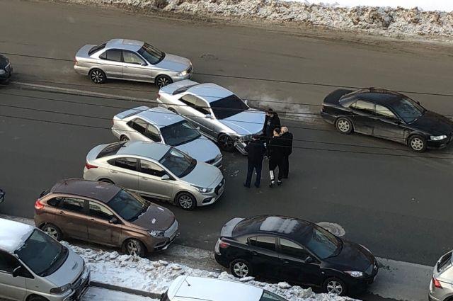 По сообщению очевидцев, в ДТП никто не пострадал.