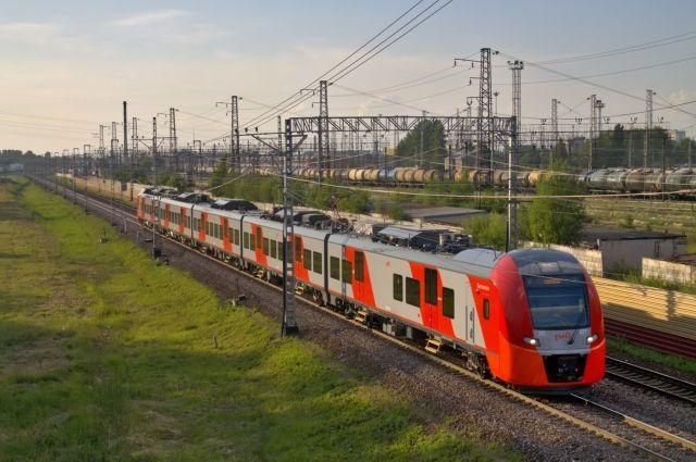 Скоростной электропоезд будет делать в пути девять остановок.