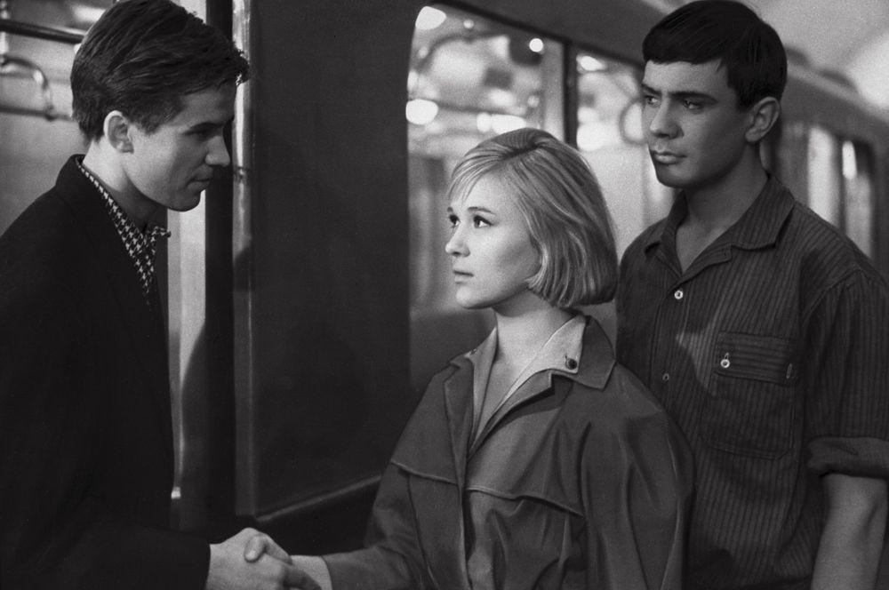 «Я шагаю по Москве» (1963) — Алёна, продавщица ГУМа в отделе грампластинок.