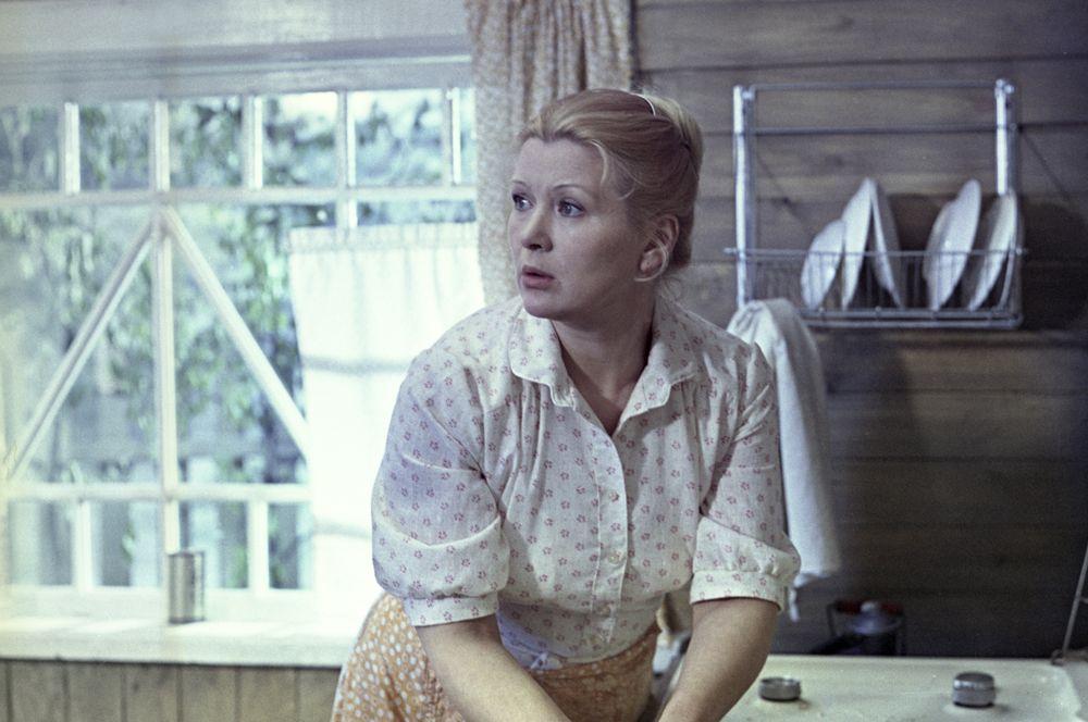 «Белые ночи» (1992) — тётушка Насти.