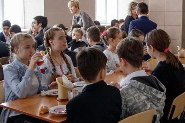 Кабмин впервые выделил средства на оборудование пищеблоков в школах