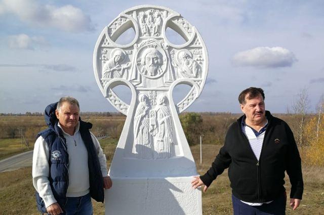 Поклонный крест, установленный российским скульптором Вячеславом Клыковом в Рязанском районе, перенесли на другое место.