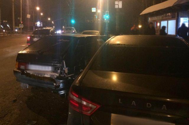 В Ижевске на улице Камбарской столкнулись пять автомобилей
