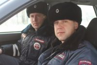 Евгений Дубра и Алексей Сапожников вывели из пожара женщину и её кошку.