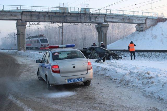Полицейские проводят проверку по факту аварии.