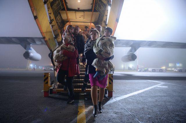 Спецрейсом МЧС России 19 ноября в Москву доставлены 32 ребенка из иракского Багдада.