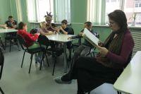Волонтеры компании совместно с актерами Новосибирского академического молодежного театра «Глобус» раз в месяц будут читать стихи, рассказы и сказки детям, которые лечатся в стационарах.