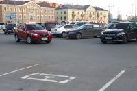 Тюменцам напоминают о правилах парковки в местах для инвалидов