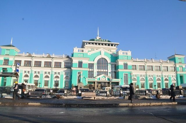 Первое здание построено в 1896 году, оно было кирпичным, одноэтажным.мСовременное здание вокзала построено в 1958 году.