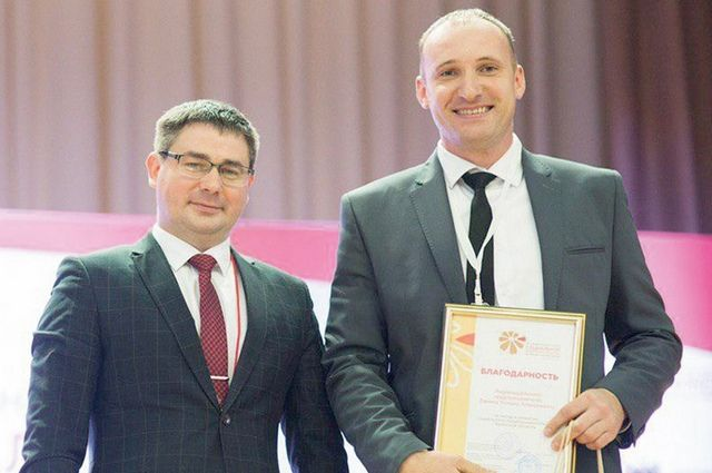 На прошедшем съезде вклад Романа Банина (на фото справа) в развитие социального предпринимательства оценил директор департамента экономического развития области Михаил Ерохин.