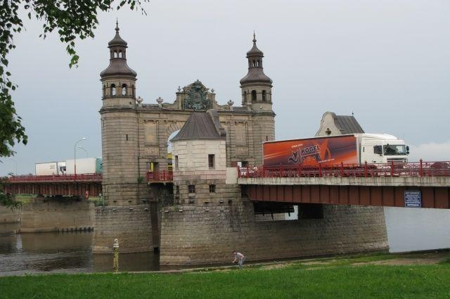 В декабре продолжатся ремонтные работы на Мосту королевы Луизы