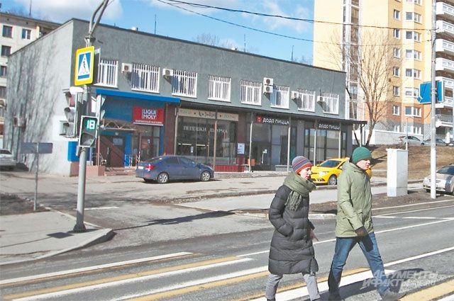 Сейчас вместо парковки удома 18поСевастопольскому проспекту расположена остановка, ноэто временно.