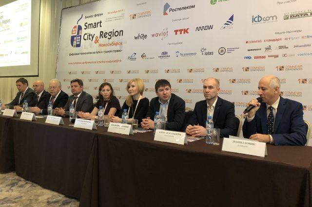 Собравшиеся на пленарное заседание эксперты говорили о том, что решить проблему цифровизации на уровне районов, городов и страны нельзя силами отдельных организаций.