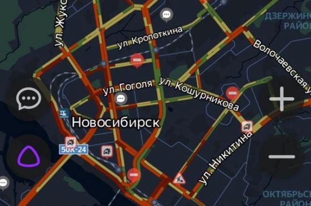 Многие новосибирцы связывают пробки с пятничной распродажей.