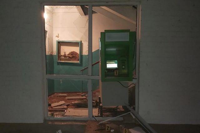 ЧП в Харьковской области неизвестные взорвали банкомат и похитили деньги