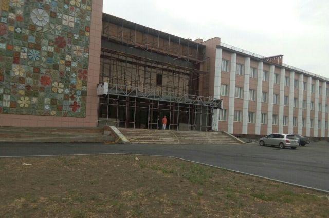 В Орске почти завершен ремонт Дворца пионеров.