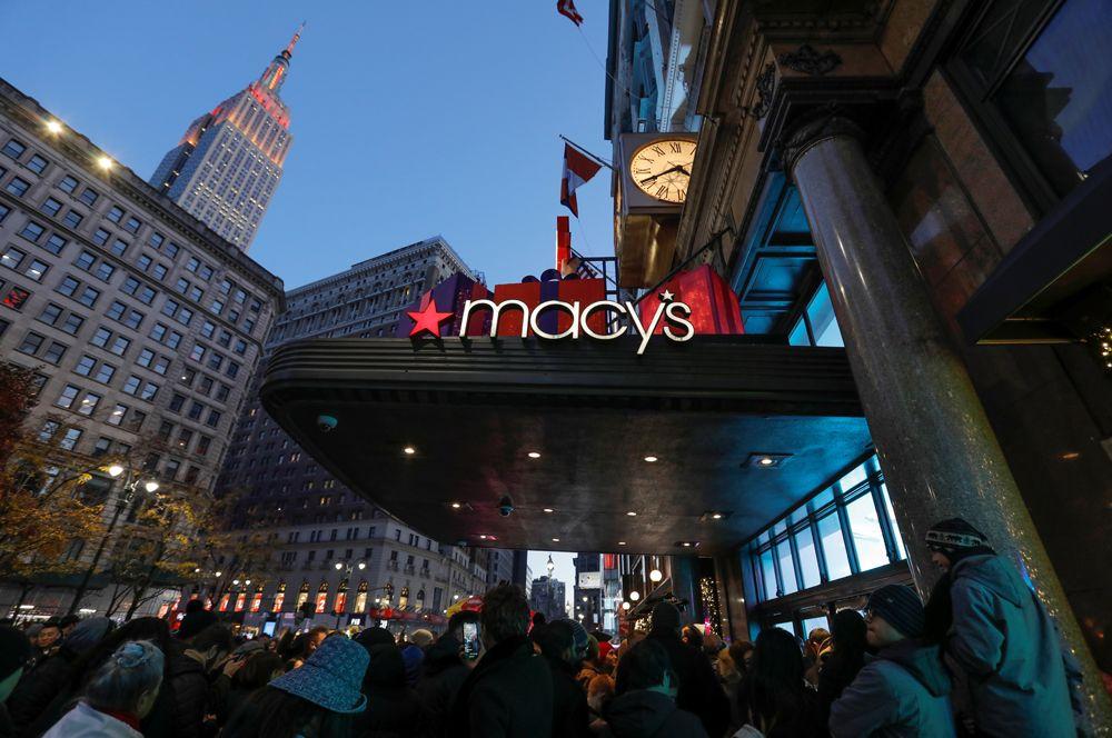 Очередь у универмага Macy's в Нью-Йорке в преддверии распродаж «черной пятницы».