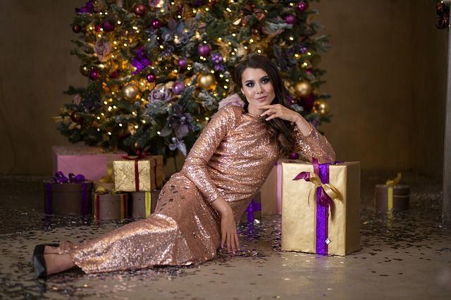 Каждая девушка хочет выглядеть обворожительно в новогоднюю ночь.