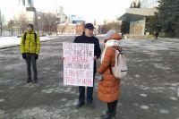 Одиночный пикет «За достойную медицину» проходит в Перми около здания Заксобрания в Перми.