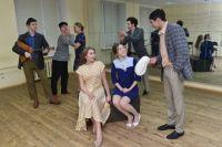 Театральный коллектив «17-я Скрипка» репетирует один из своих спектаклей.