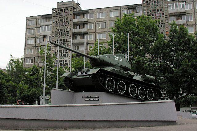 Танк-памятник Т-34 на улице Генерала Соммера в Калининграде.
