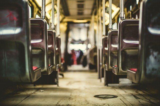 Толкаться и хамить никто не запрещал, поэтому порой люди пренебрегают этими простыми истинами в городском транспорте.