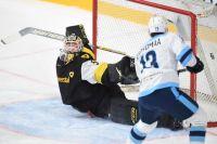Основное количество шайб хоккеисты забросили во время первой трети матча.