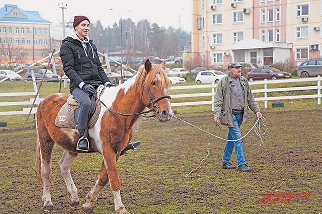 Катание на лошадях – это не только весело, но и полезно для здоровья. Доказано, что общение с животными снижает у человека уровень стресса.