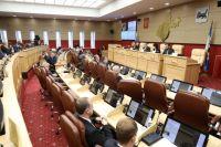 Доходы на следующий год прогнозируют в районе 176 млрд руб., а расходы - свыше 184 млрд .
