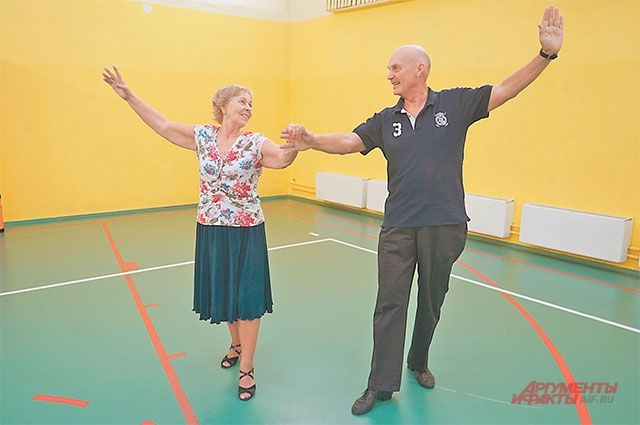 Нина Иосифовна и Александр Иванович начали заниматься танцами после 70 лет.