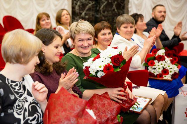Сертификатами на получение грантов отметили авторов 70 инициатив.