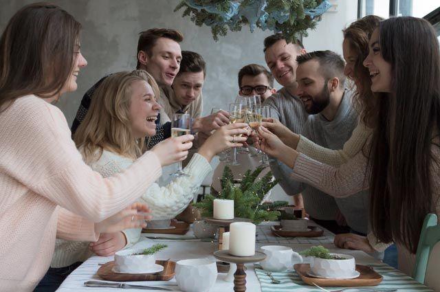 Стало известно, сколько россияне хотят потратить на новогодний стол photo