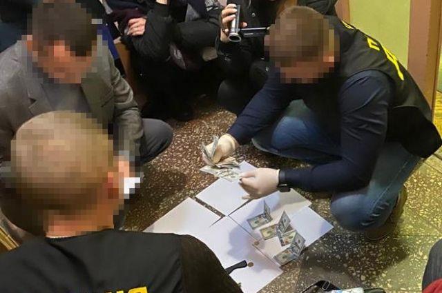 Чиновника Тернопольской райгосадминистрации задержали на взятке