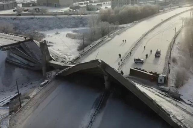 В Оренбурге автомобиль остановился прямо перед обрушившимся мостом.