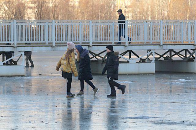 Ледостав в регионе только начался. Выходить на лёд пока опасно.