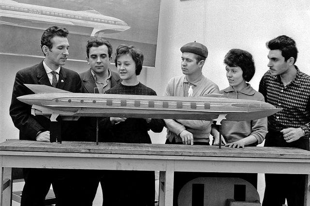 Профессия промышленного дизайнера была новой для СССР (Олег Фролов на фото крайний слева).