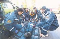 Добровольцы проходят подготовку на базе МЧС.