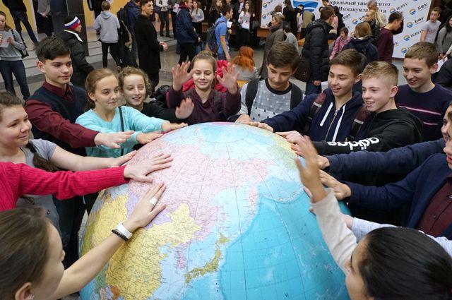 Участники перед началом Всероссийского географического диктанта.