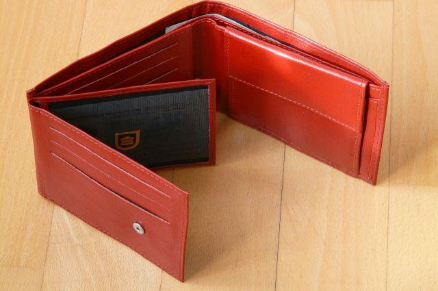 Жительница Тобольска украла портмоне у посетительницы храма