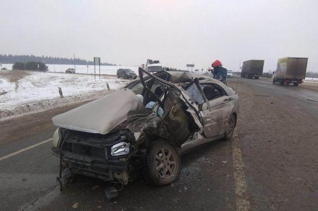 В Удмуртии женщина водитель погибла в ДТП с грузовиком