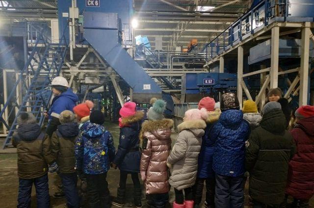 Тюменские школьники побывали на мусоросортировочном заводе