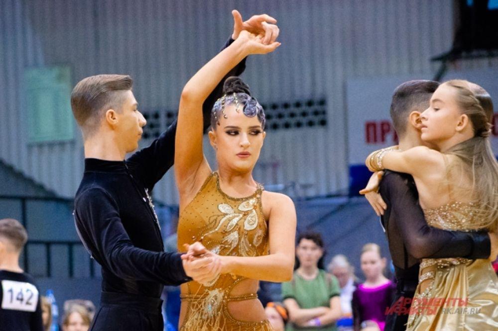 А некоторые категории были открытого класса, и участвовать в них могли конкурсанты любого уровня, подходящие по возрасту танцевальной категории